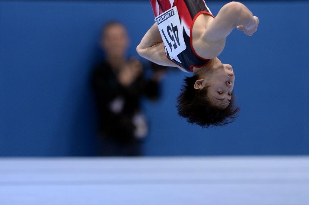 01.10.2013 - Ryohei Kato, do Japão, disputa as eliminatórias do Individual Geral no Mundial de Ginástica
