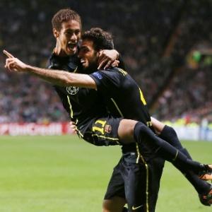 : Neymar comemora com Fábregas (d) o gol que deu a vitória ao Barça