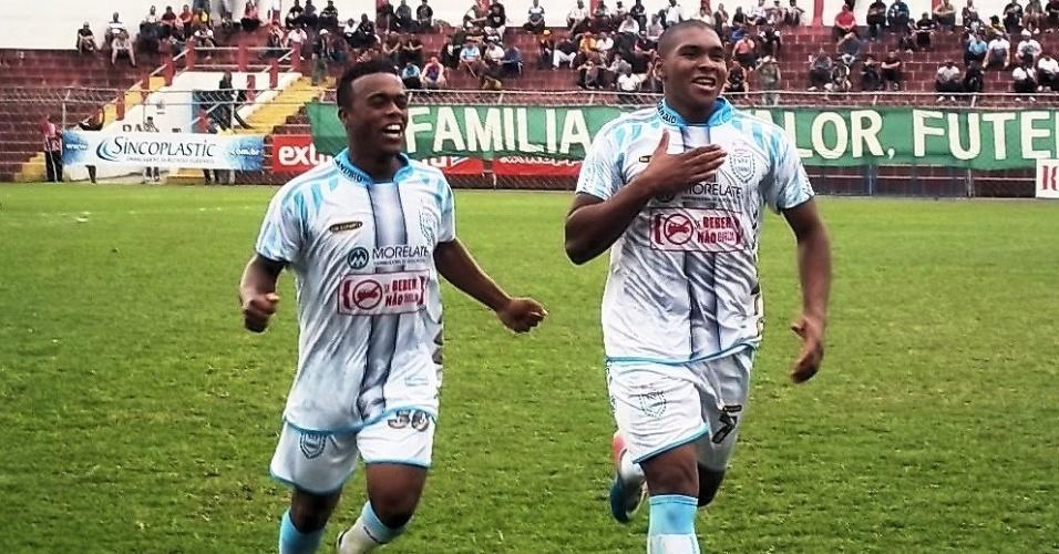 Edimilton Macedo, o Baixinho, comemora gol do Danúbio durante a Copa Kaiser