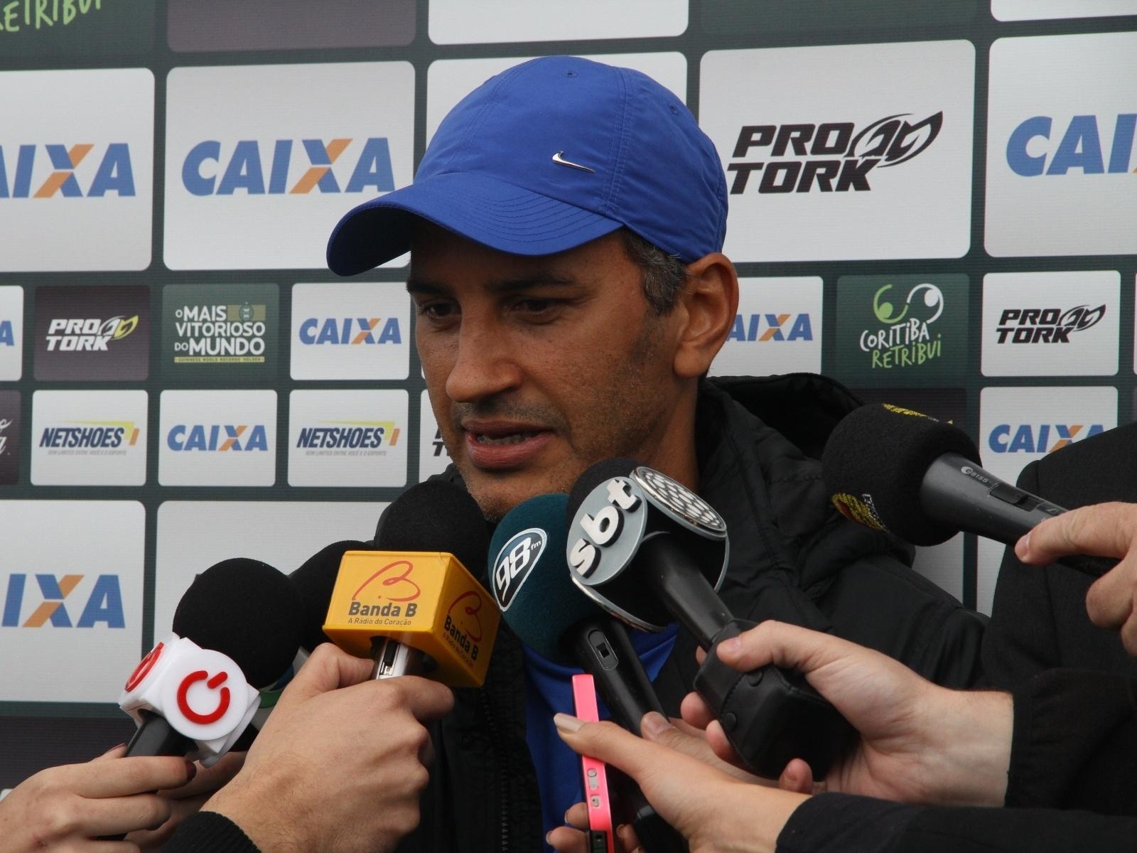Péricles Chamusca concede entrevista ao ser apresentado como técnico do Coritiba