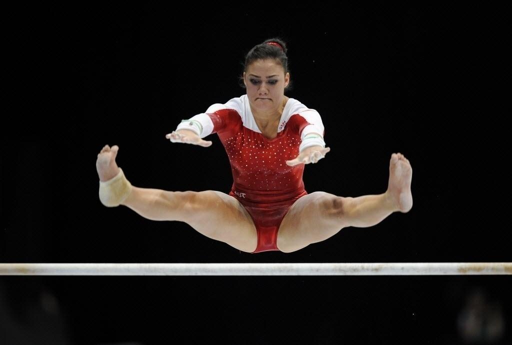 02.10.2013 - Austríaca Elisa Haemmerle passa pela barra em sua série nas eliminatórias do Mundial da Antuérpia