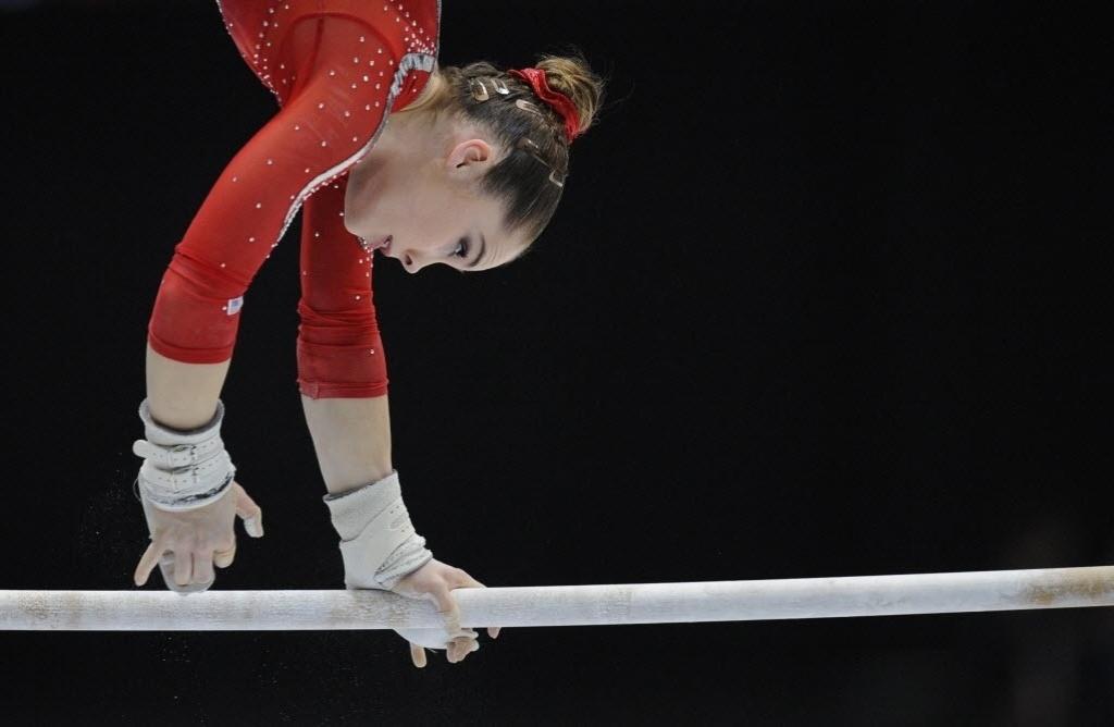 02.10.2013 - Famosa por careta após vice-olímpico, em 2012, McKayla Maroney disputa a prova das barras no Mundial