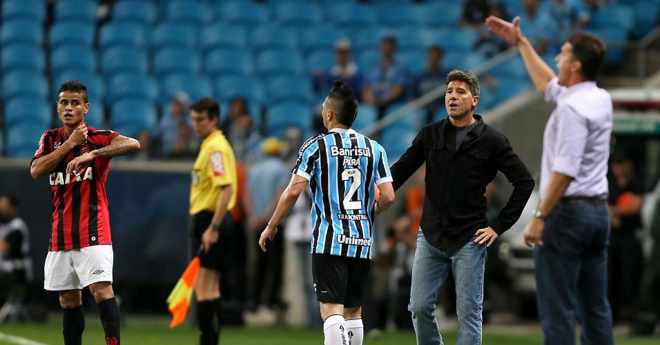 02.out.2013 - Renato Gáucho e Vagner Mancini orientam Grêmio e Atlético-PR em confronto pela 25ª rodada do Brasileirão
