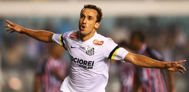 Thiago Ribeiro, ex-São Paulo, marcou o segundo gol do Santos na vitória por 3 a 0 na Vila Belmiro