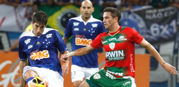Cruzeiro goleou a Portuguesa, por 4 a 0, no Mineirão, e manteve a vantagem de 11 pontos na liderança