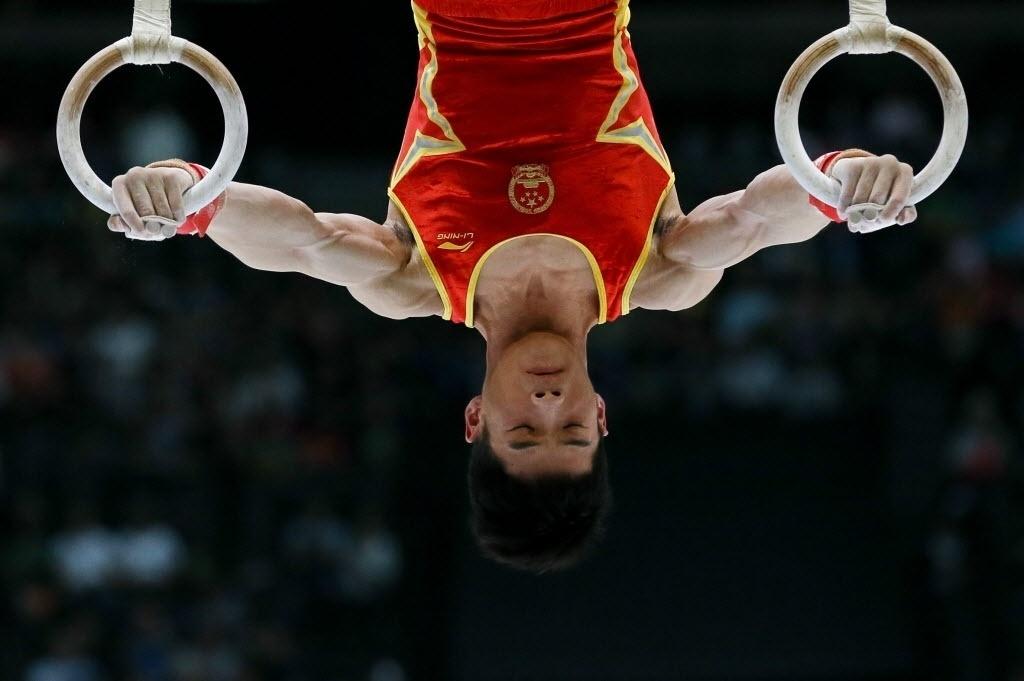 03.10.2013 - Chinês Shixiong Zihou se apresenta nas argolas na disputa por medalha do Individual Geral no Mundial da Bélgica