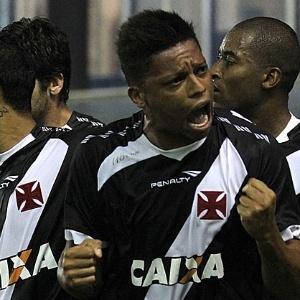 : Atacante André comemora gol do Vasco sobre o Internacional