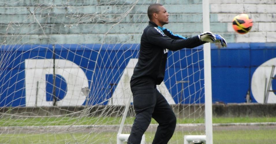 Goleiro Dida treina um dia após a vitória do Grêmio por 1 a 0 sobre o Atlético-PR pelo Brasileiro (03/10/2013)