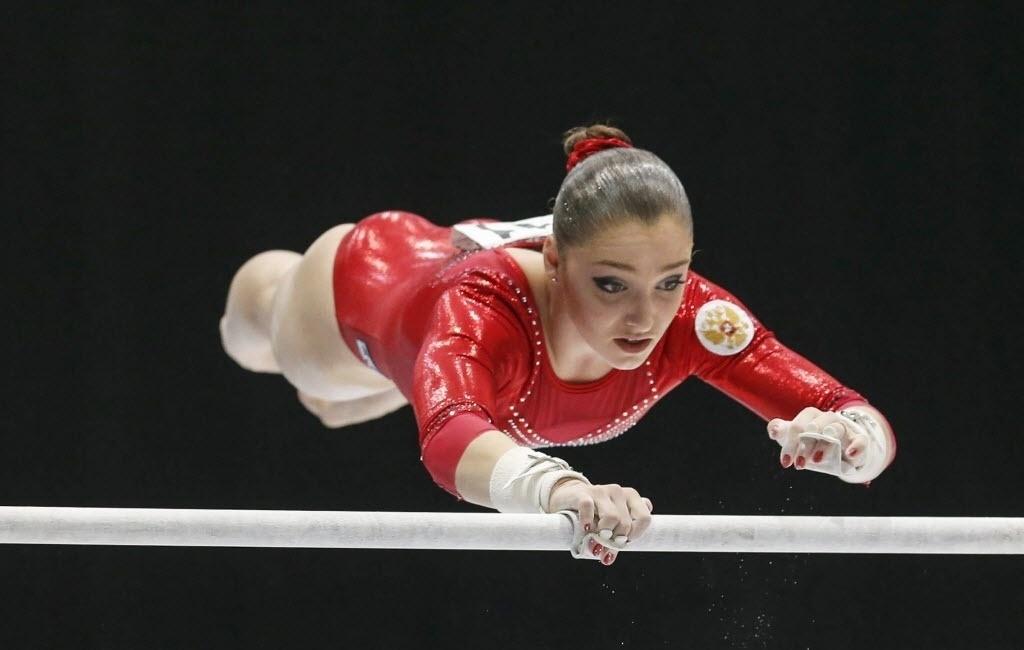 04.10.2013 - Aliya Mustafina, da Rússia, se apresenta nas barras assimétricas na final do individual geral do Mundial de Ginástica