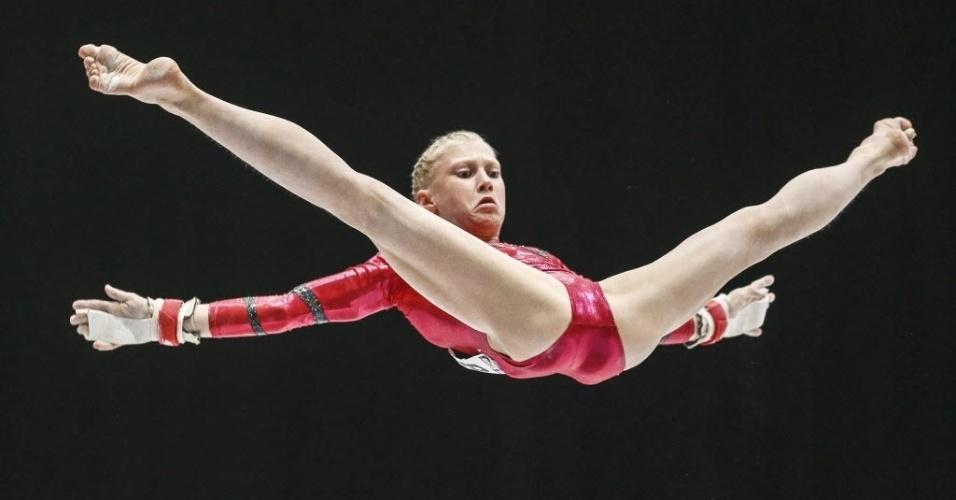 04.10.2013 - Noemi Makra, da Hungria, se apresenta na final do individual geral no Mundial de Ginástica