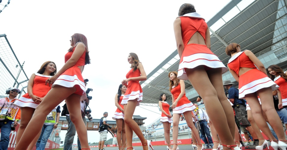 06.out.2013 - Grid Girls andam pela pista antes do GP da Coreia do Sul de Fórmula 1
