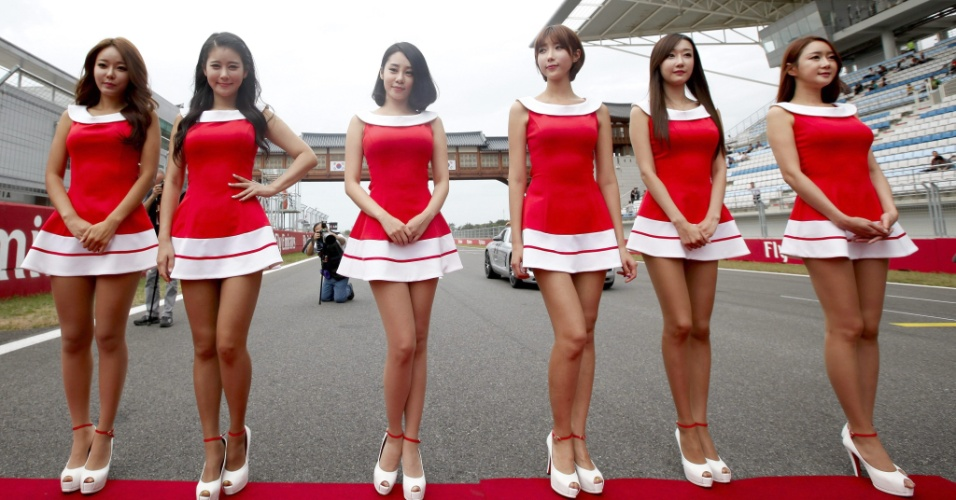 06.out.2013 - Grid Girls posam na pista antes do início do GP da Coreia do Sul de Fórmula 1