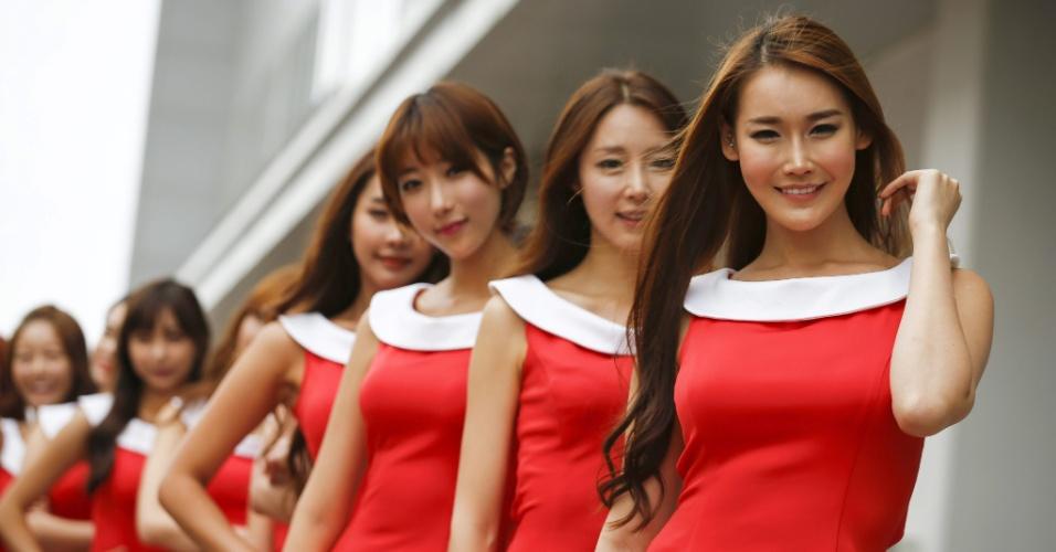 Beldades sul-coreanas aguardam pelo início da prova em Yeongam