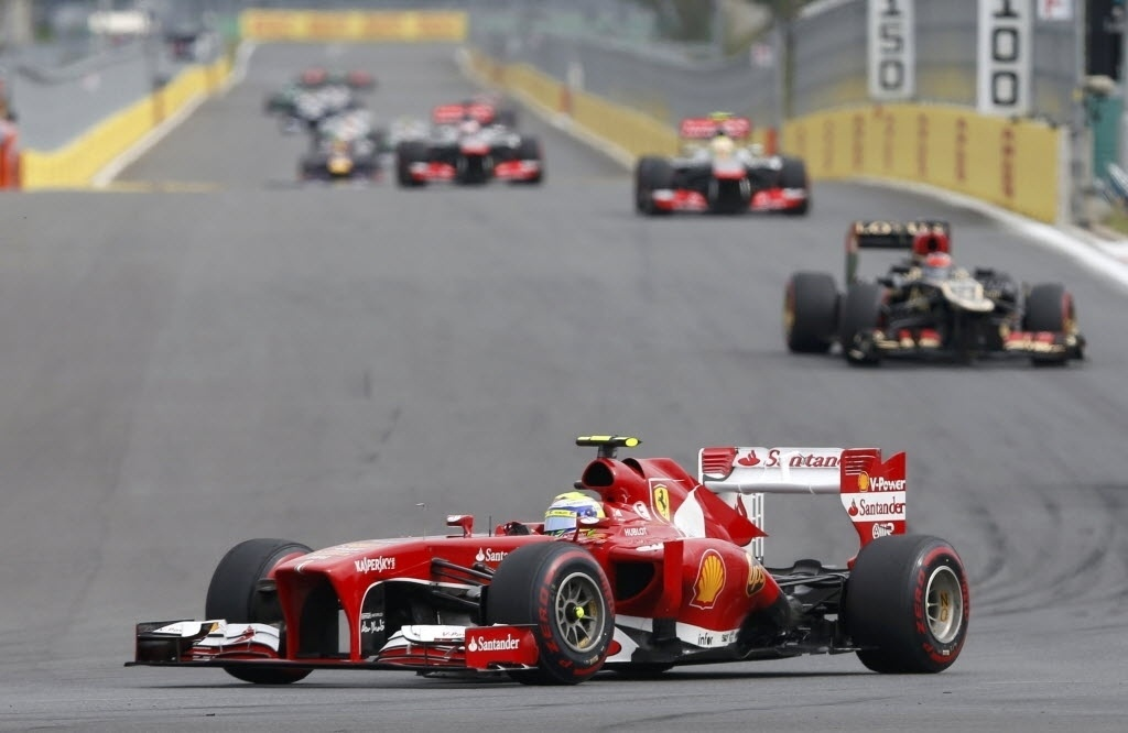Felipe Massa rodou sozinho nas primeiras curvas do GP da Coreia e teve de se recuperar após cair para a última colocação; o brasileiro teve boa prova, apesar do incidente, e acabou na zona de pontuação, com o nono lugar