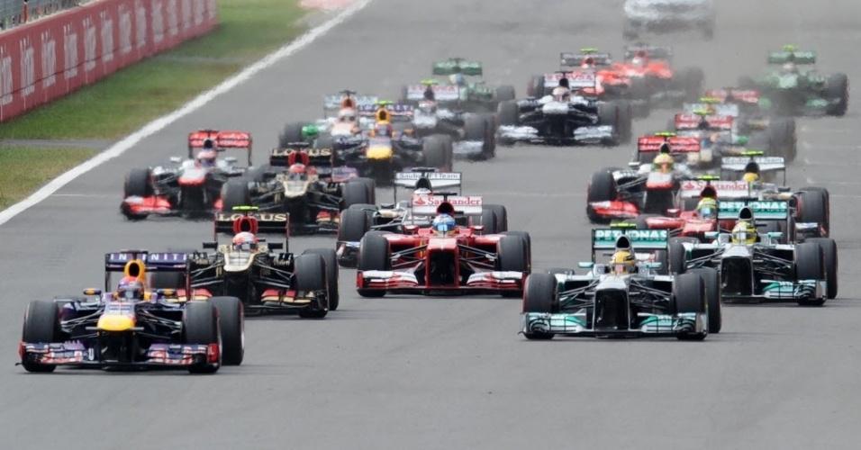 Sebastian Vettel mantém a ponta após largada do GP da Coreia do Sul; o brasileiro Felipe Massa se deu mal, rodou sozinho, e teve de recuperar o prejuízo após cair para a última posição