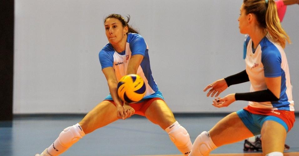 Sheilla, oposto do Molico/Osasco, defende ataque durante treinamento da equipe paulista