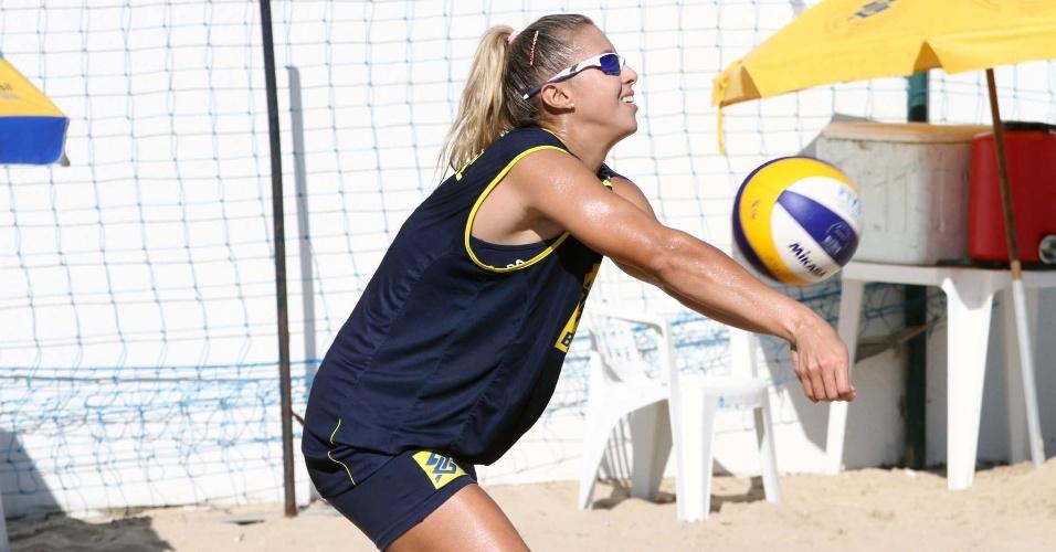Natasha Valente durante treino no CT de Saquarema, no Rio de Janeiro