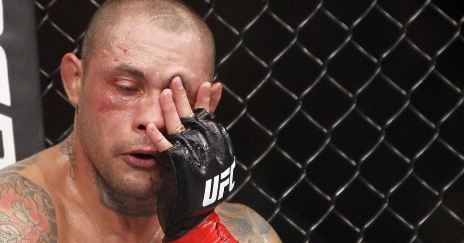 Thiago Silva descansa no intervalo dos rounds da luta contra Matt Hamill no UFC Barueri