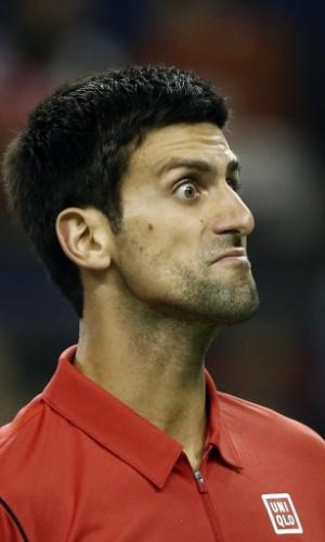 11.out.2013 - Novak Djokovic faz careta durante o duelo contra Gael Monfils nas quartas de Xangai