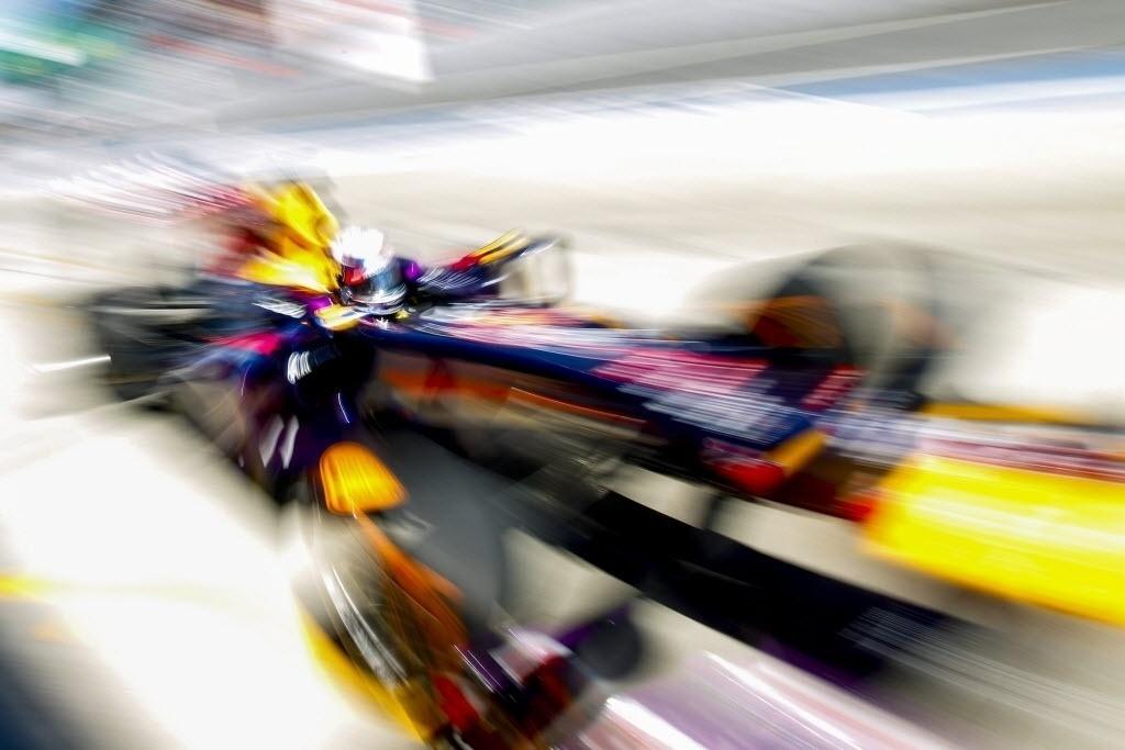 11.out.2013 - Sebastian Vettel passa pelos boxes durante o primeiro treino livre em Suzuka