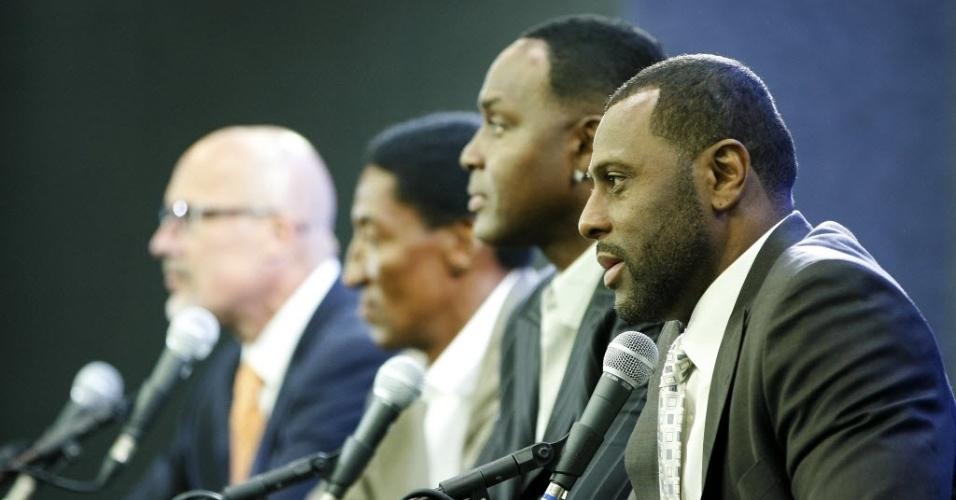 12.out.2013 - Entrevista coletiva no Rio de Janeiro reuniu ex-jogadores e dirigentes antes de jogo da NBA no Rio de Janeiro