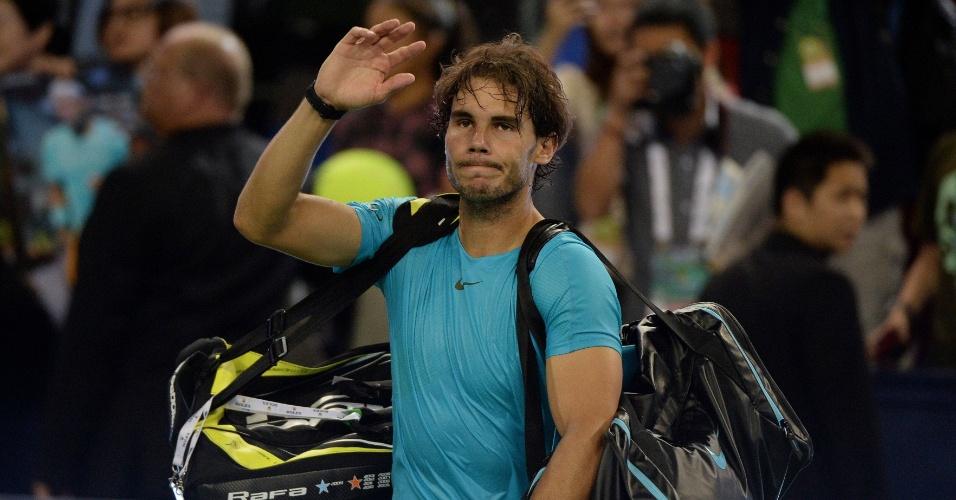 12.out.2013 - Rafael Nadal se despede derrotado da torcida chinesa em Xangai