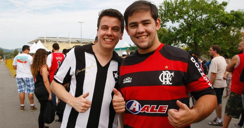 Torcedores de Botafogo e Flamengo chegam juntos para assistir à partida entre Bulls e Wizards no Rio