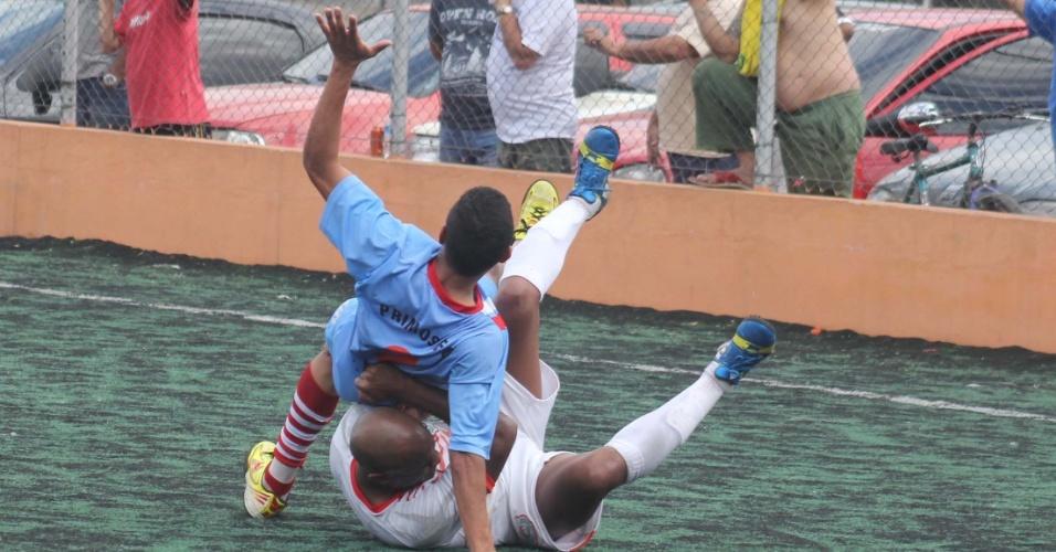 Entrada dura durante disputa entre Classe A e Primos