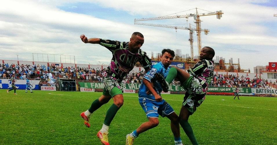 Família 100 Valor venceu o Nápoli (azul) por 1 a 0 e está na final da Copa Kaiser