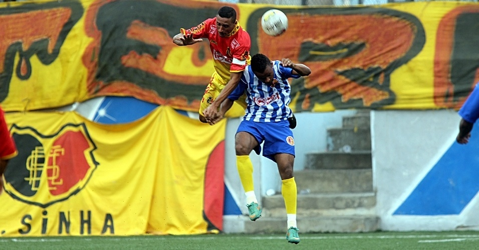 Santa Cruz, do Jardim Sinhá, (amarelo) venceu o Metalúrgico, de Heliópolis, por 4 a 1 nos pênalis na semifinal da Série B da Copa Kaiser