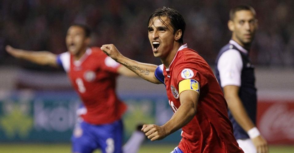07.set.2013 - Bryan Ruiz, da Costa Rica, comemora após marcar um gol na partida contra os EUA pelas eliminatórias da Copa-2014