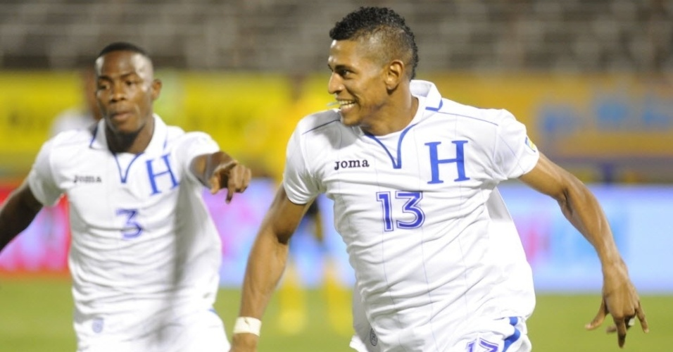 15.out.2013 - Carlo Costly comemora após marcar para Honduras na partida das Eliminatórias contra a Jamaica; empate por 2 a 2 classificou os hondurenhos para a Copa-2014