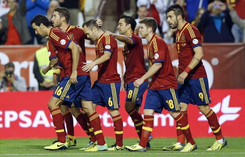 15.out.2013 - Jogadores da Espanha comemoram o gol marcado por Negredo (dir.) na partida contra a Geórgia pelas eliminatórias da Copa-2014; espanhóis venceram por 2 a 0