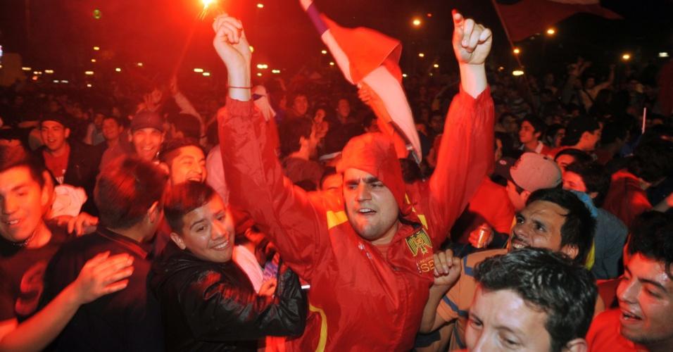 16.10.2013 - Torcedores festejam a classificação do Chile para a nona Copa do Mundo de sua história