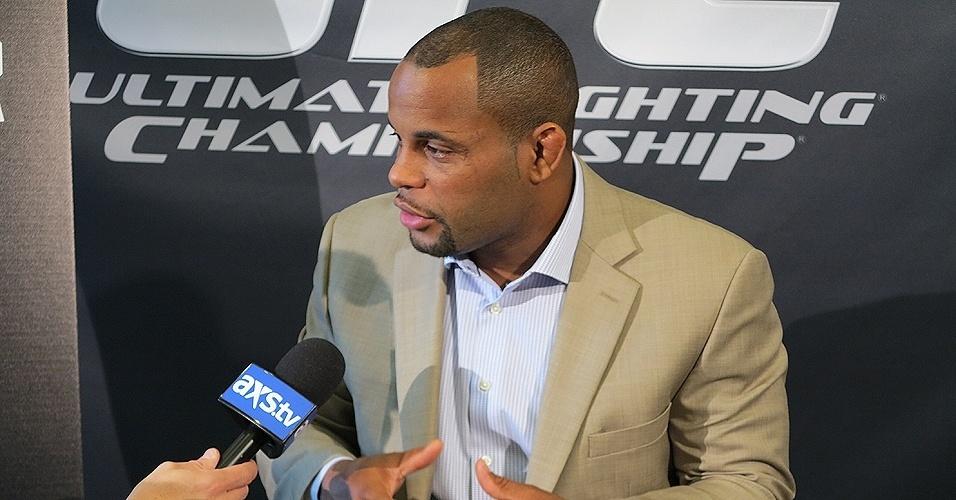 17.out.2013 - Daniel Cormier fala sobre a expectativa para a luta com Roy Nelson no UFC 166 em evento para a imprensa, em Houston, nos EUA