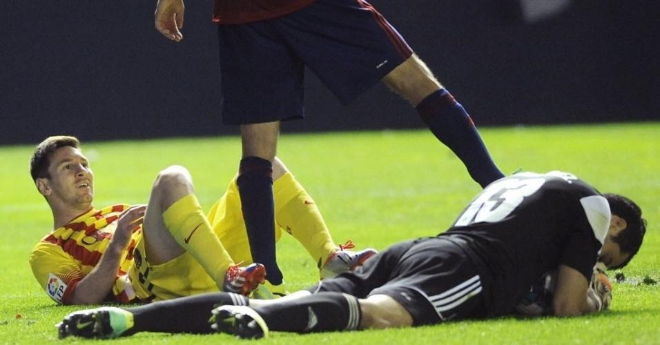 Messi cai após disputa de bola em jogo contra o Osasuna