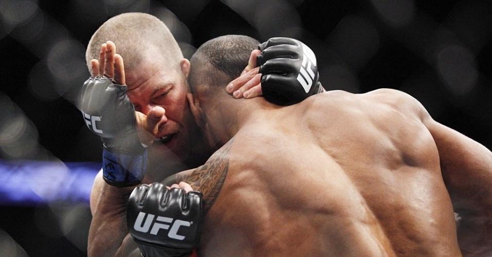 Nate Marquardt tenta pegar Hector Lombard em luta pelo UFC 166