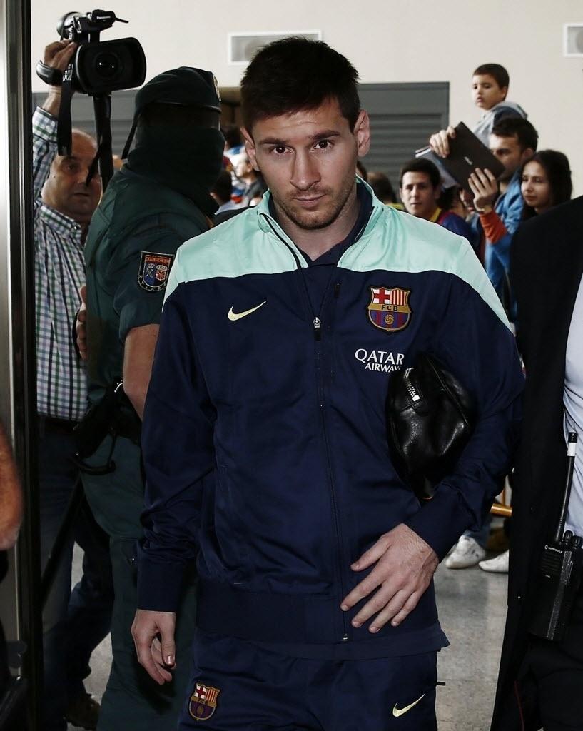 Recuperado de lesão, Messi chega com a delegação do Barcelona ao jogo contra o Osasuna, mas ficará no banco de reservas