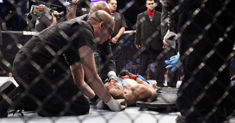 T.J. Waldburger fica desacordado após luta contra Adlan Amagov no UFC 166