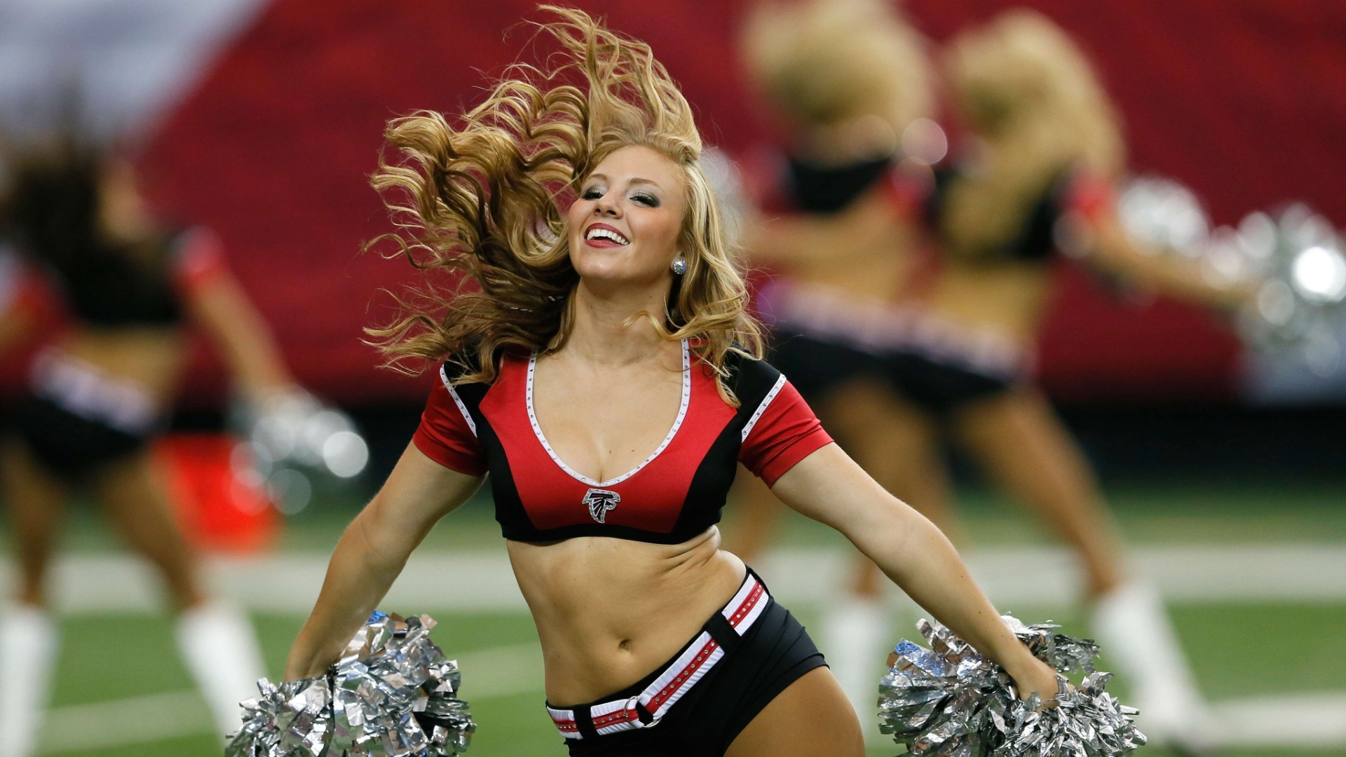20.out.2013 - Cheerleader do Atlanta Falcons durante performance na partida contra o Tampa Bay Buccaneers