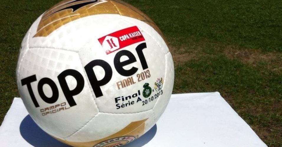 20.out.2013 - Foi realizada neste domingo a Final da Copa Kaiser. Esta é a bola que foi usada no jogo entre Família 100 Valor e Leões da Geolandia
