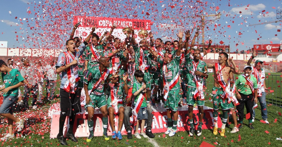 20.out.2013 - Mais um momento da comemoração dos Leões, grades vencedores da Copa Kaiser 2013