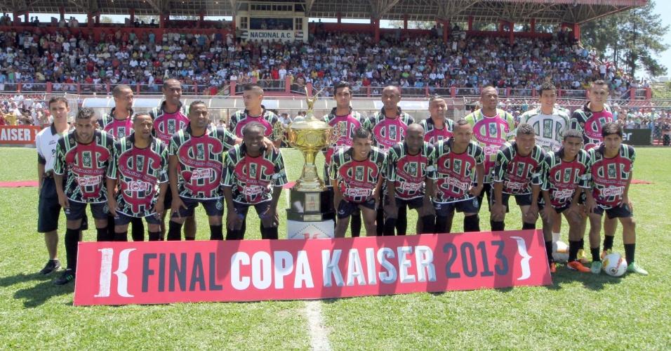 20.out.2013 - O time da Família 100 Valor, finalista da Série A da Copa Kaiser