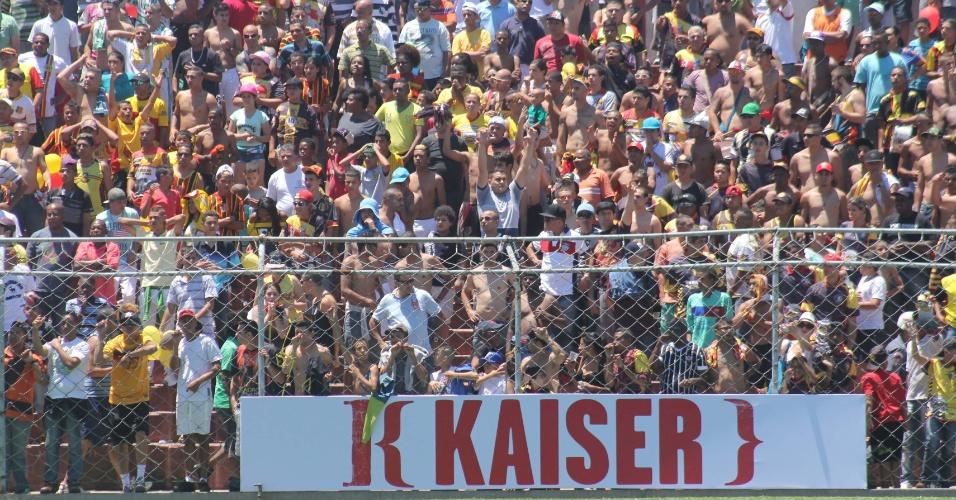 20.out.2013 - Santa Cruz e Classe A fizeram partida disputada e cheia de emoção durante a final da Copa Kaiser 2013