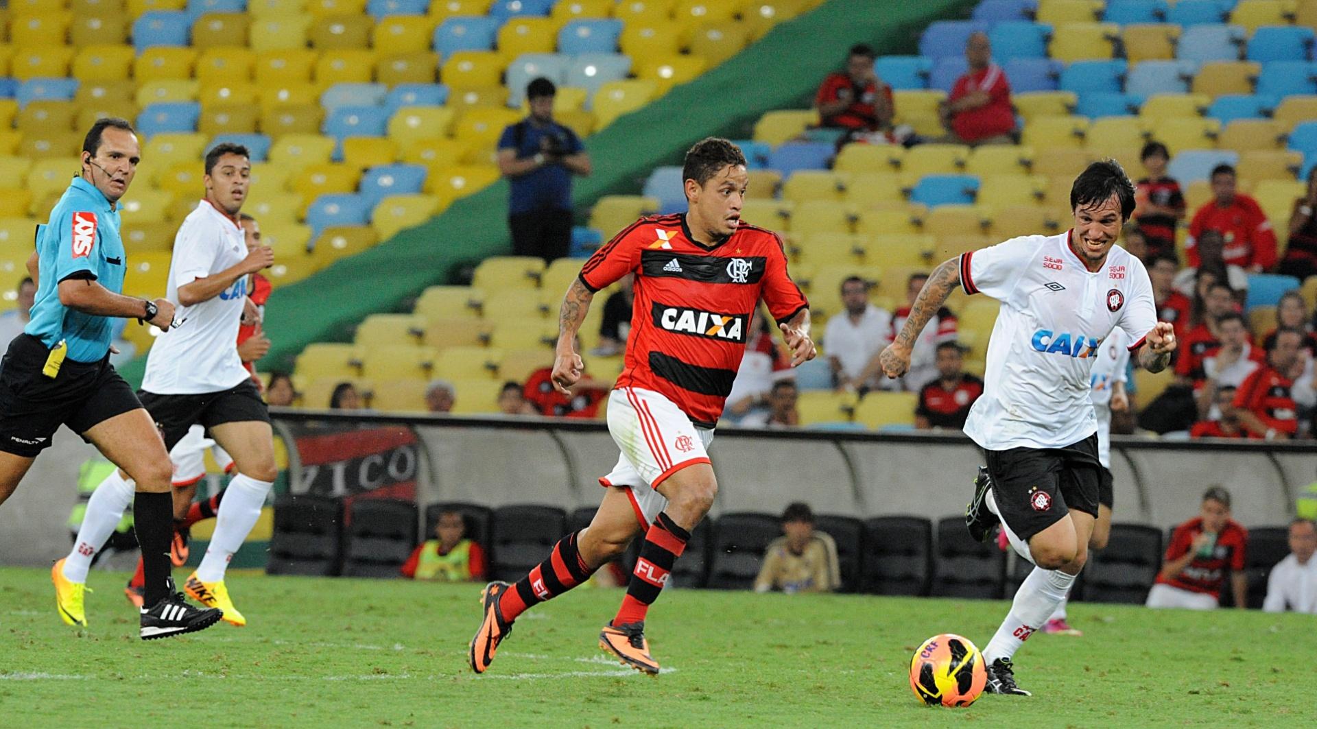 Meia Carlos Eduardo participa de mais um jogo com a camisa do Flamengo no Campeonato Brasileiro