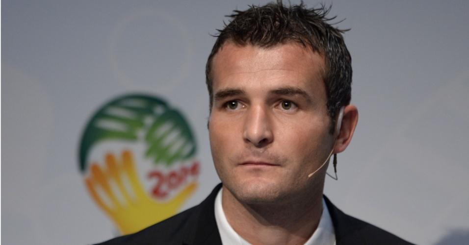 21.10.2013 - Ex-jogador da Suíça, Alexander Frei participou do sorteio da repescagem das eliminatórias europeias para a Copa do Mundo