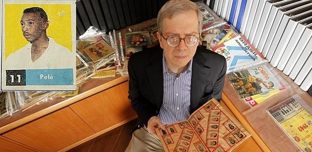 Desembargador Moacir Peres tem maior coleção de álbuns de futebol do país, com a 1ª figurinha do Rei