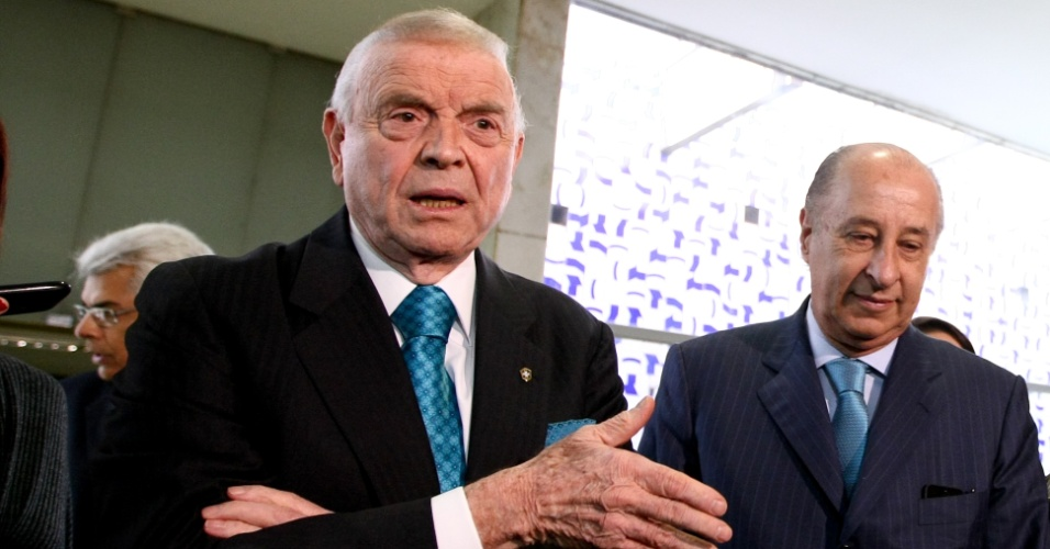 José Maria Marin, presidente da CBF, e o vice-presidente da entidade, Marco Polo del Nero, caminham na Câmara dos Deputados
