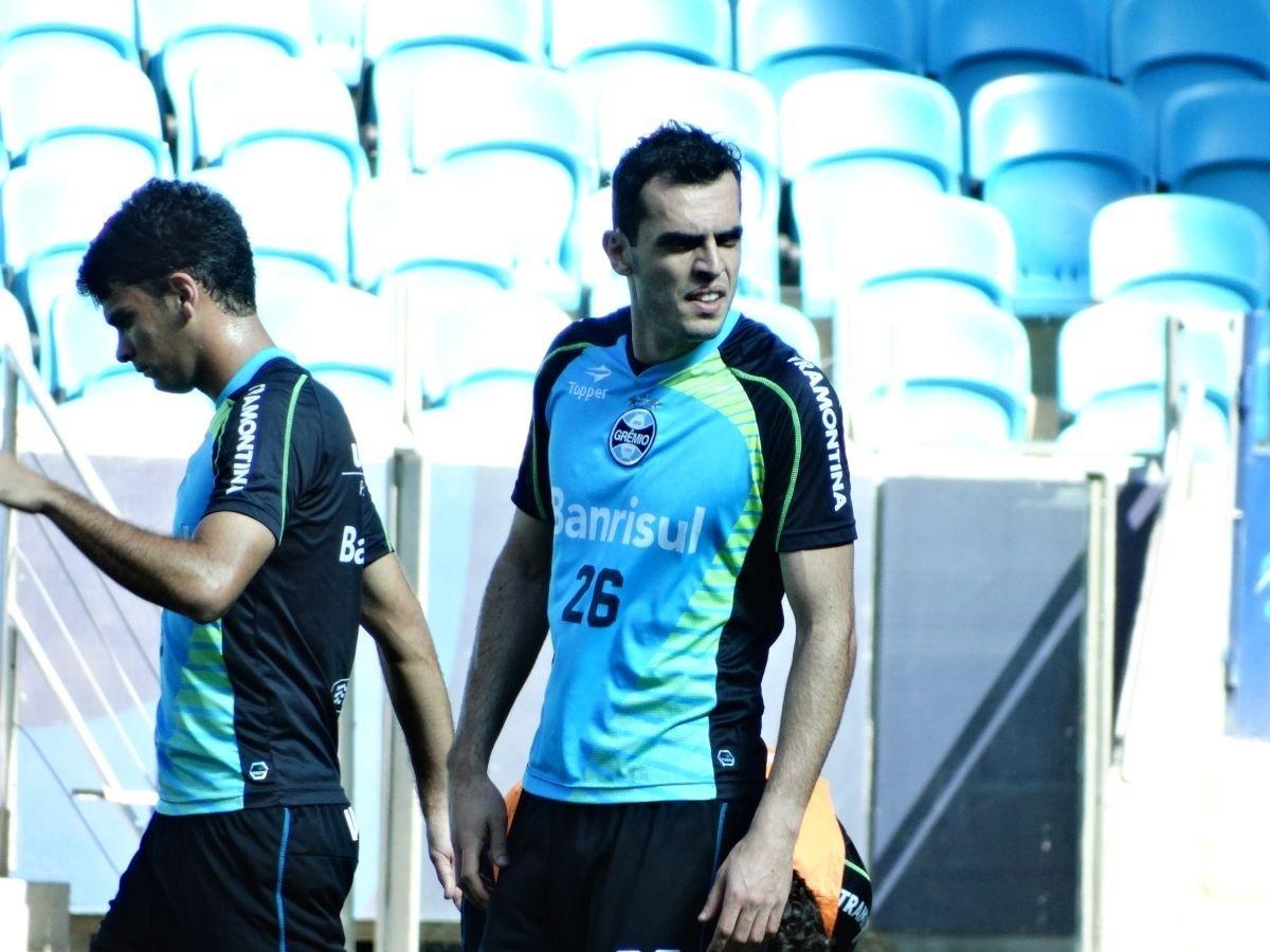 22.10.2013 - Zagueiro Rhodolfo participa de rachão na Arena antes de jogo contra o Corinthians