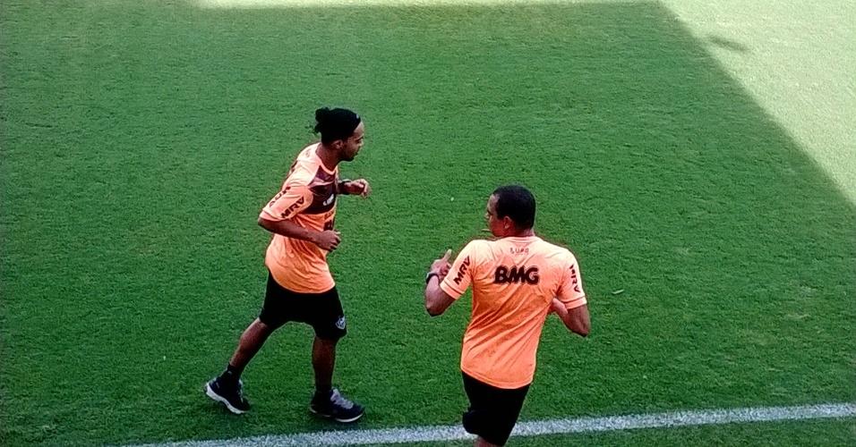 Ronaldinho Gaúcho, do Atlético-MG, realiza treino físico na Cidade do Galo (22/10/2013)
